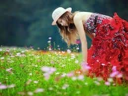 mujer primavera flores